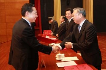 毕宏生教授向山东省委书记刘家义汇报工作