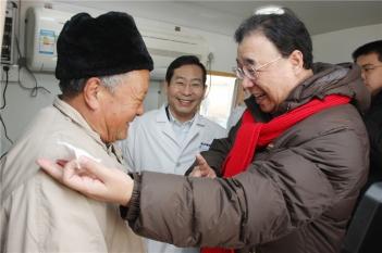 毕宏生教授向国家卫生健康委员会主任马晓伟汇报工作
