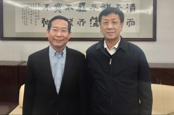 毕宏生教授向全国人大常委会副委员长曹建民汇报工作