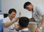生活日报报道:眼科医生卢秀珍:耐心多一些 痛苦就少一些