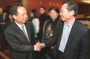 毕宏生教授向原全国人大常委会副委员长、党组副书记李建国汇报工作