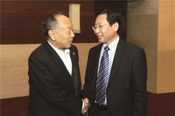 原外交部部长李肇星非常关心青少年视觉健康,并就此问题与毕宏生教授进行交流